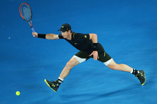 Murray reaches for the ball (Photo by Scott Barbour/Getty Images)
