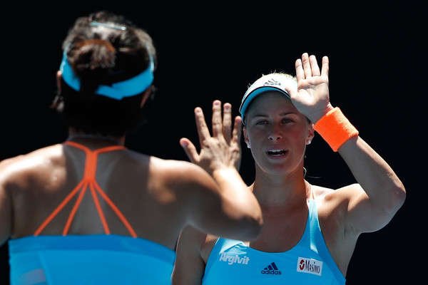 Peng and Hlavackova celebrates winning a point | Photo: Jack Thomas/Getty Images AsiaPac