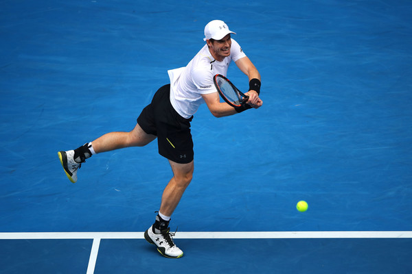 Murray hits a return (Photo by Clive Brunskill/Getty Images)
