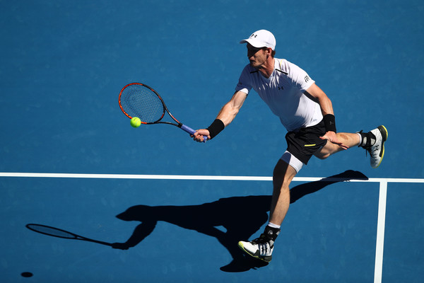 Murray hits a forehand (Photo by Clive Brunskill/Getty Images)