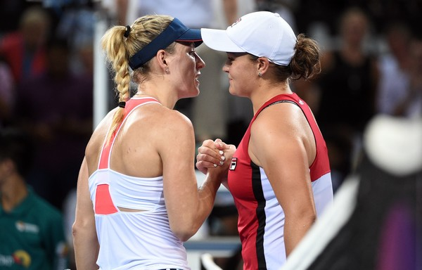 Barty and Kerber meet at the net after the match | Photo: SAEED KHAN/AFP/Getty Images