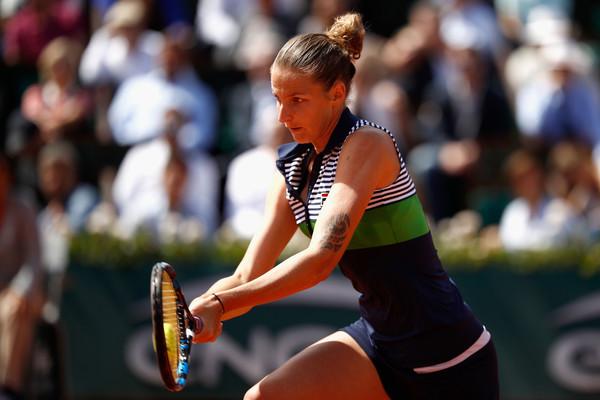 Karolina Pliskova hits a service return | Photo: Adam Pretty/Getty Images Europe