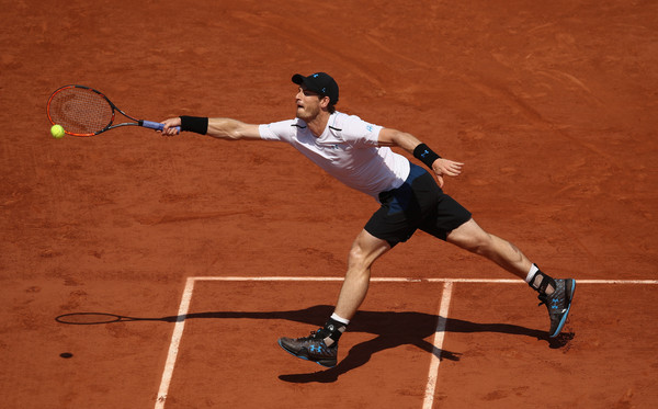Murray stretches for the ball (Photo by Julian Finney/Getty Images)