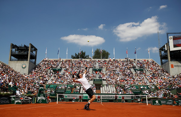 Murray serves on Court Suzanne Lenglen (Photo by Julian Finney/Getty Images)