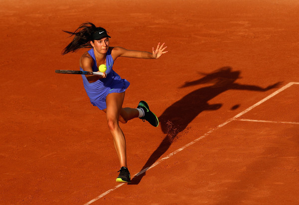 Oceane Dodin hits a forehand | Photo: Clive Brunskill/Getty Images Europe