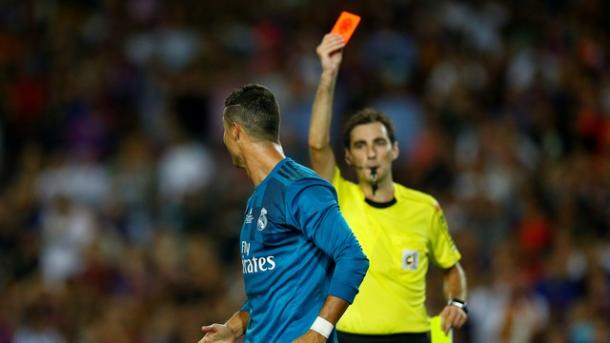 Cristiano Ronaldo foi expulso e está fora do jogo de volta no Santiago Bernabéu (Foto: Reuters)