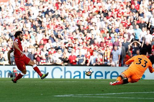 Salah marca terceiro dos quatro e praticamente sela vitória dos Reds em clássico (Foto: Divulgação/Premier League)