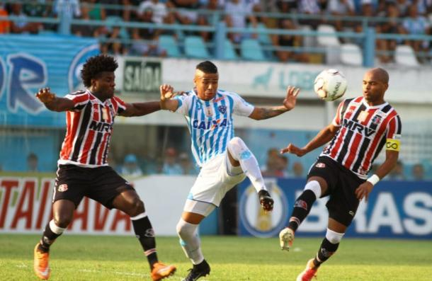 Ex-Náutico, atacante Bérgson marcou três dos quatro gols do Papão diante dos corais (Foto: Fernando Torres/Paysandu)