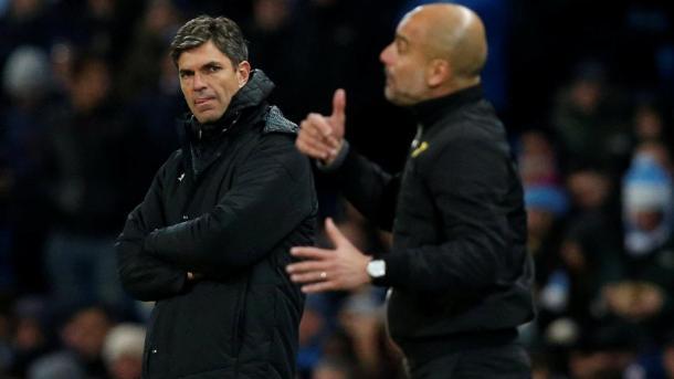 Pellegrino observa, Guardiola da indicaciones | Foto: Premier League.