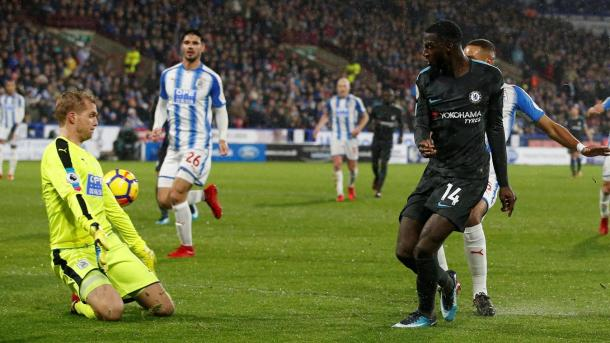 Bakayoko anota el primer tanto de Chelsea | Foto: Premier League.