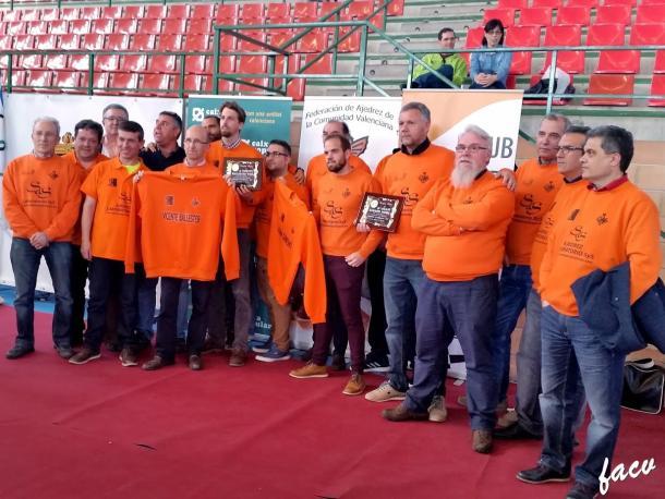 Laboratorio SyS Paterna, al finalizar la temporada y proclamarse campeón. | Foto: Luis Barona (FACV)