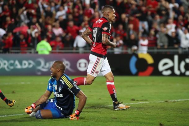 Guerrero foi o melhor em campo novamente, com um gol e uma assistência | Foto: Gilvan de Souza/Flamengo