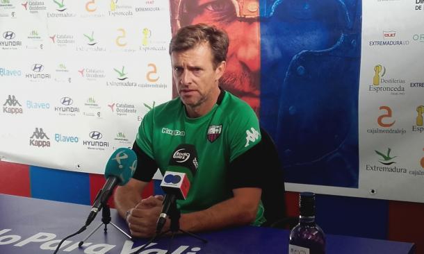 Agustín Izquierdo en la rueda de prensa previa al encuentro. | Foto: Carlos Gómez, VAVEL