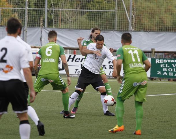 El Racing de Santander, en su visita a Urbieta en esta temporada (fuente SD Gernika)