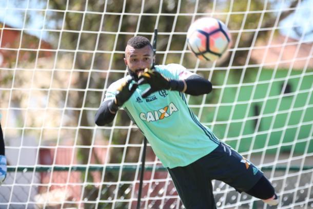 Muralha foi bem diante do Sport e pode ser titular novamente nesta quarta   Foto: Gilvan de Souza/Flamengo