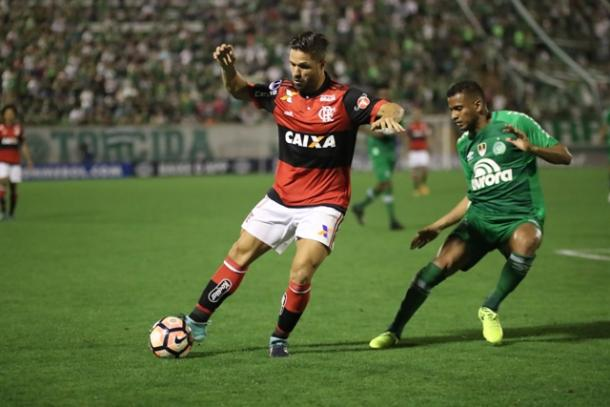 Diego teve atuação abaixo do que é capaz e prejudicou desempenho do setor central rubro-negro   Foto: Gilvan de Souza/Flamengo