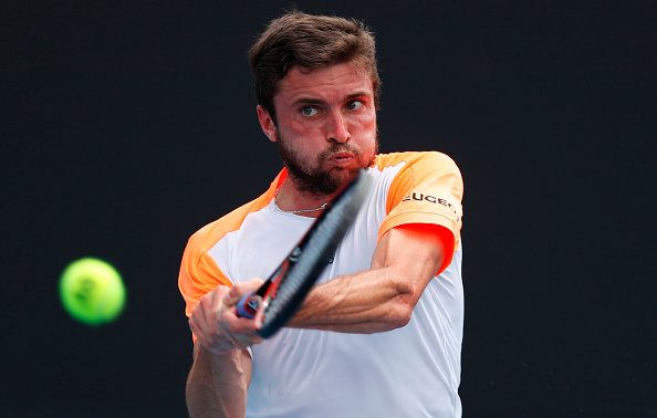 Gilles Simon strikes a backhand (Photo: Jack Thomas/Getty Images)