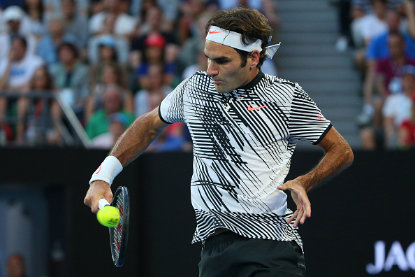 Roger Federer plays a backhand shot (Photo: Michael Dodge/Getty Images)