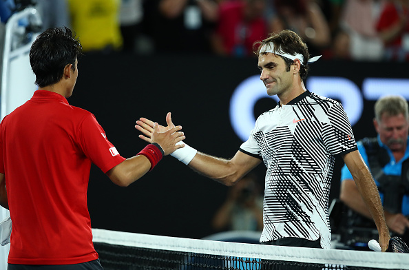 Roger Federer and Kei Nishikori shae hands (Photo: Michael Dodge/Getty Images)