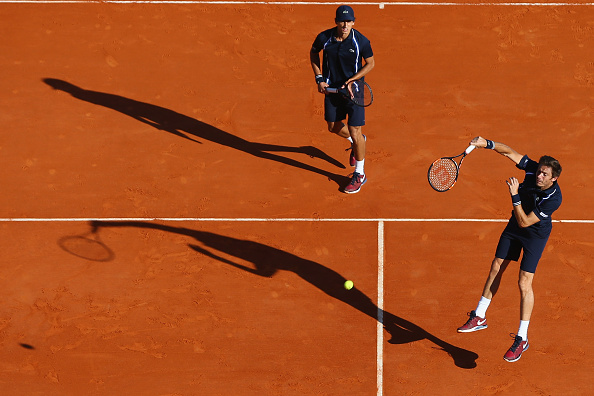 Nicoals Mahut smashes an over with Pierre-Hugues Herbert behind (Photo: Michael Steele/Getty Images)