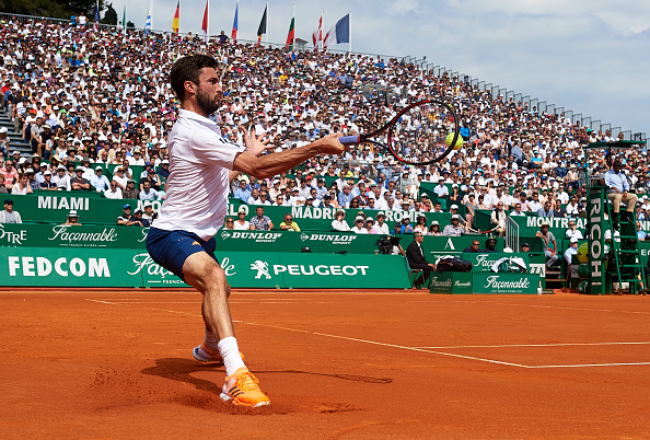 Gilles Simon strikes a forehand shot (Photo: fotopress/Getty Images)