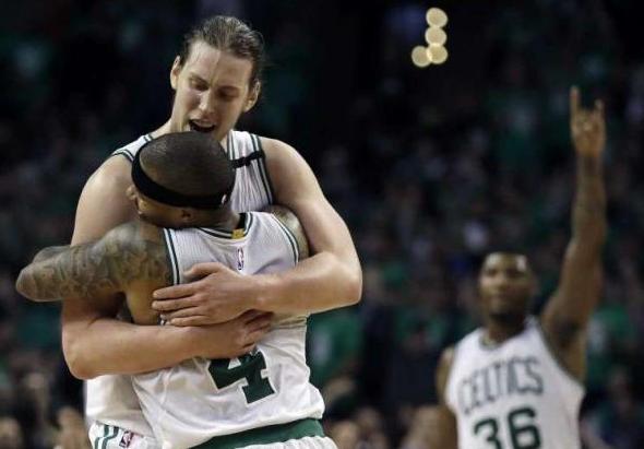 La gioia finale dei Celtics, con i tre protagonisti assoluti della vittoria - TheHour