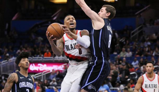 La férrea defensa sobre Lillard no fue suficiente para pararlo | Foto: nba.com/blazers
