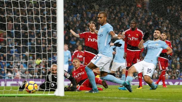Agüero marca el tercero de los Citizens | Foto: Premier League.