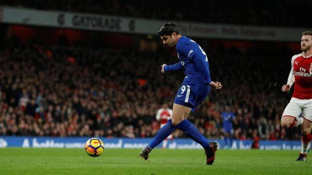 Moratá desperdició un claro mano a mano ante Cech   Foto: Premier League.