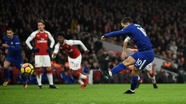 Hazard puso el 1-1 transitorio desde el punto penalti   Foto: Premier League.