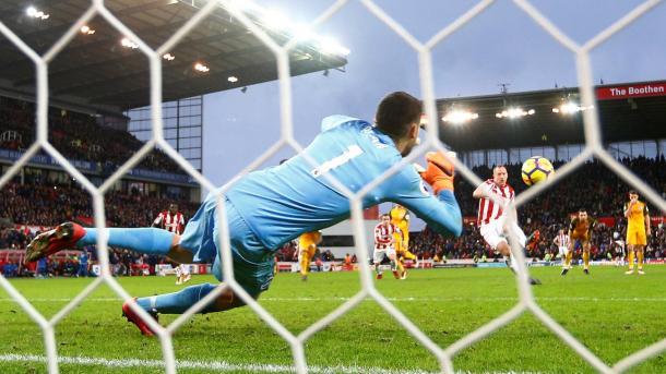 Ryan le detuvo el penalti a Adam | Foto: Premier League.
