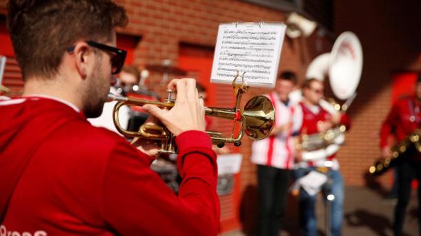 La música se hace presente en el St. Mary's Stadium | Foto: Premier League.