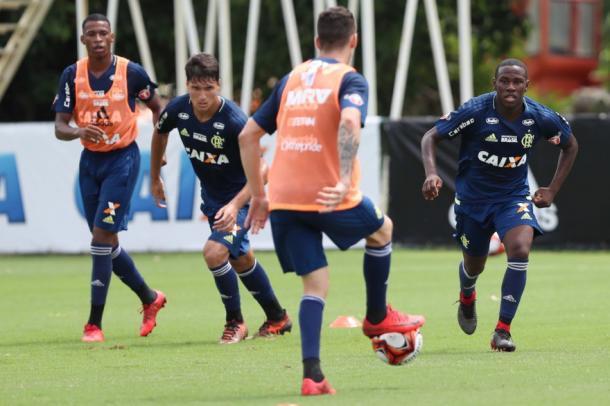 Com time cheio de garotos, Flamengo vence Volta Redonda em estreia