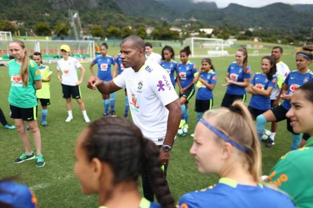 Luizão comanda preparação da Seleção Brasileira (Foto: Lucas Figueiredo/CBF)