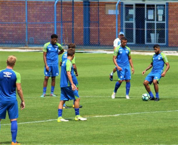 Equipe catarinense se prepara para enfrentar Tricolor Carioca (Foto: André Palma Ribeiro/Avaí F. C)
