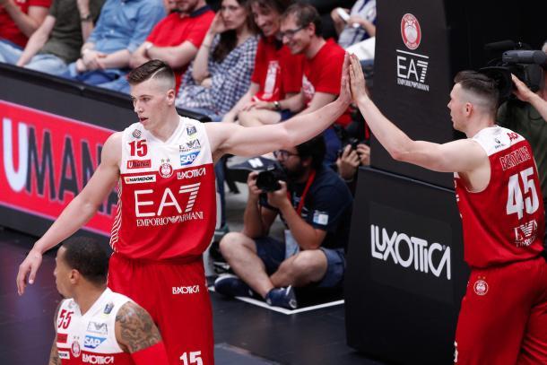 Tarczewski Kaleb e Bertans Dairis esultanza, EA7 EMPORIO ARMANI OLIMPIA MILANO vs DOLOMITI ENERGIA TRENTINO, gara 1 Finale Play off Lega Basket Serie A 2017/2018, Mediolanum Forum, Assago (MI) 5 giugno 2018 - FOTO: Bertani/Ciamillo