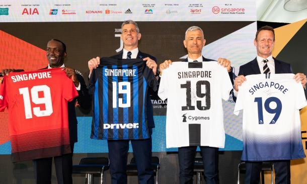 Legends holding up jerseys | Photo: International Champions Cup Singapore