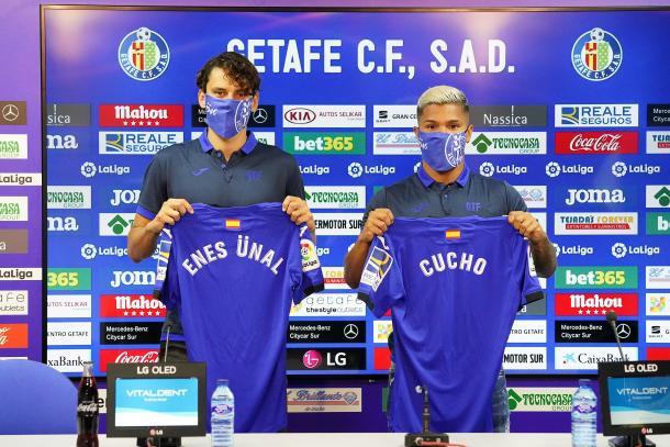 Presentación de Enes Unal y Cucho Hernández. Fuente: Getafe CF