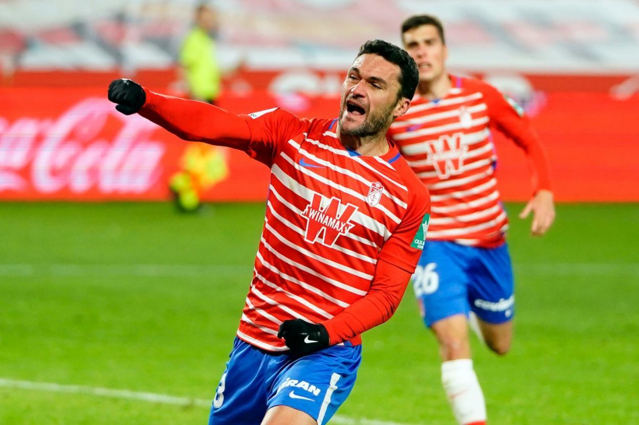 Molina celebra el gol del triunfo. Foto: Pepe Villoslada/ Granada CF