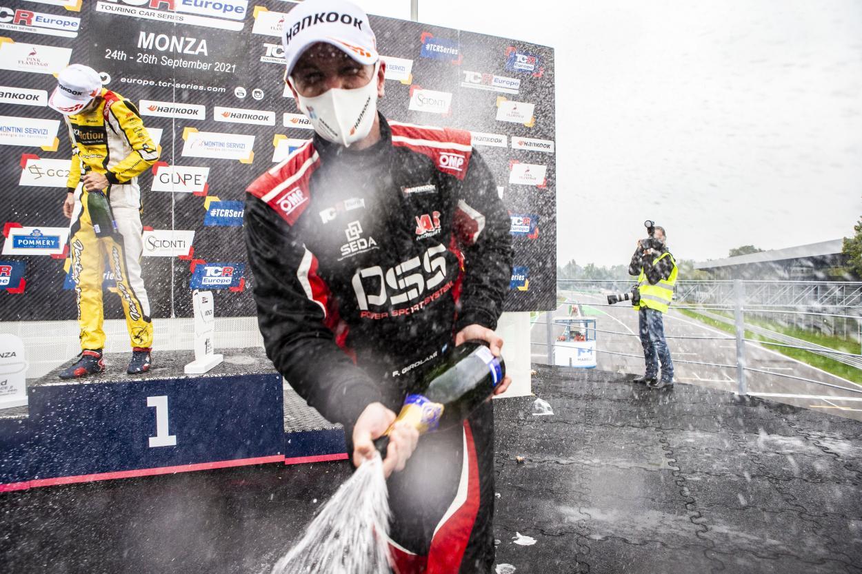 Girolami festejando el podio obtenido en monza: Foto TCR Europe
