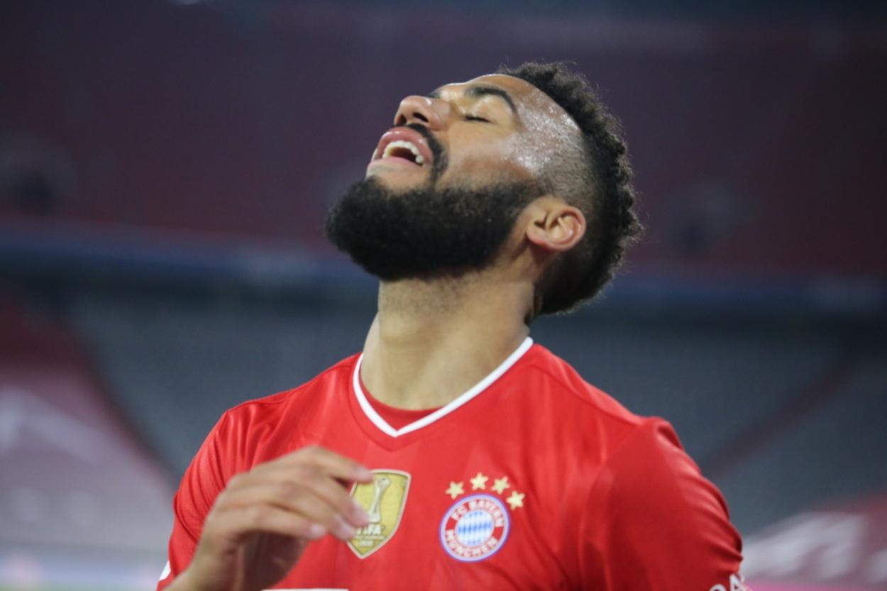 Choupo-Moting consiguió marcar el tercero del partido, pero el jugador estaba en posición adelantada. /Twitter: Bayern Múnich oficial