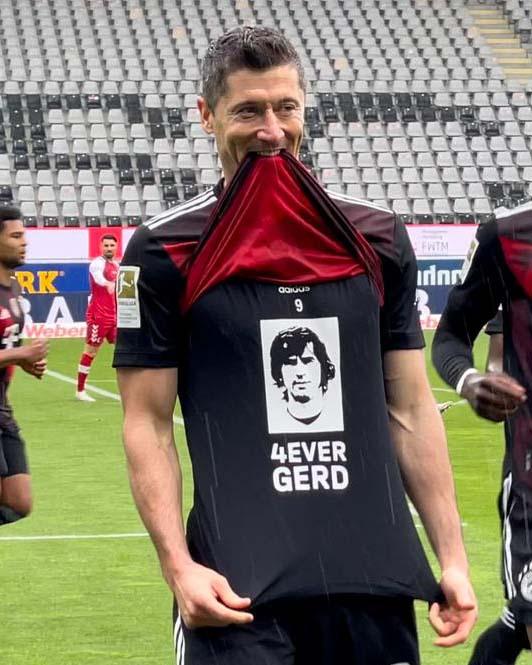 ¡HISTÓRICO! Robert Lewandowski marcó su gol número 40 e igualó el récord de Gerd Müller. /Twitter: Bayern Múnich oficial