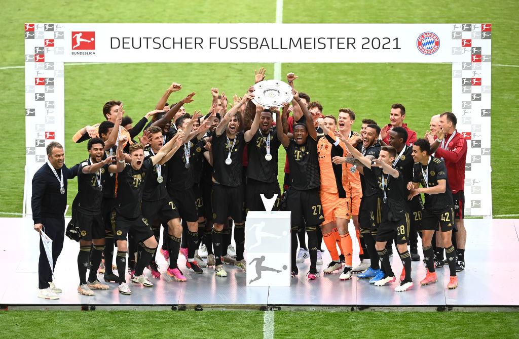 Hans Flick levantó su séptimo título con el Gigante de Baviera./Twitter: Bayern Múnich oficial