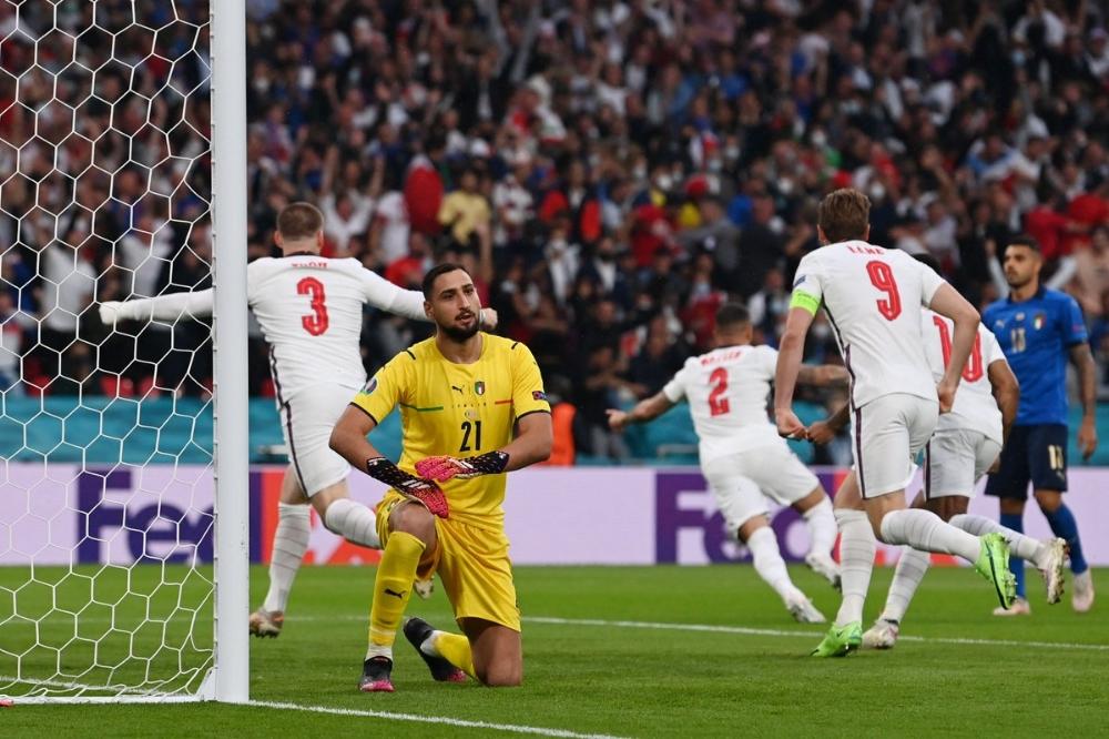 A comemoração do gol de Shaw (Foto: Eurocopa)