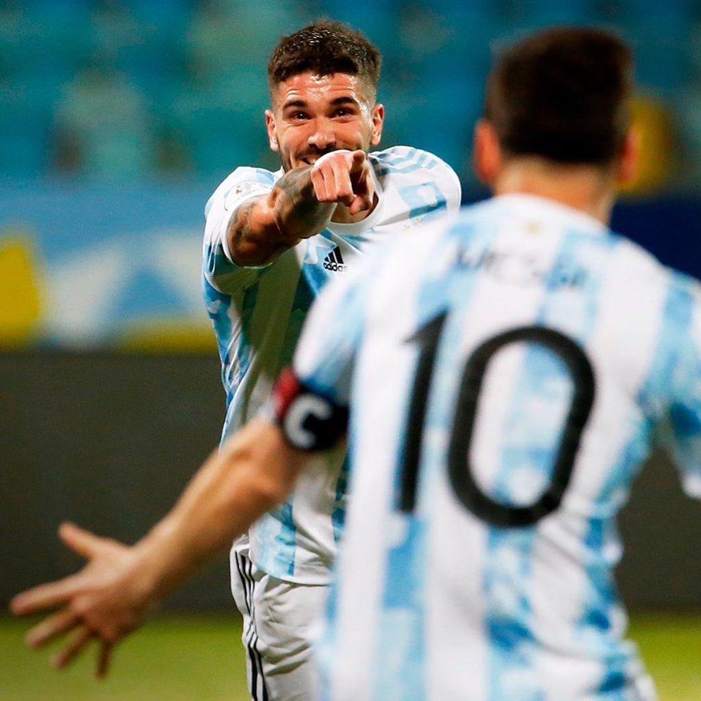 De Paul consiguió levantar el trofeo de la Copa América con la albiceleste. / Twitter: Rodrigo De Paul oficial