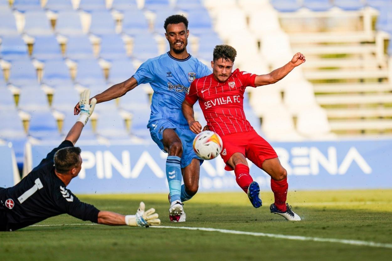 Iván Romero frente al Coventry City || Foto: Sevilla FC