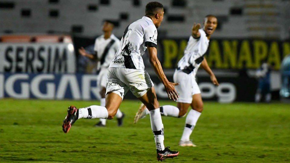 Rafael Santos comemorando seu gol (Foto: Álvaro Jr/Divulgação/Ponte Press)
