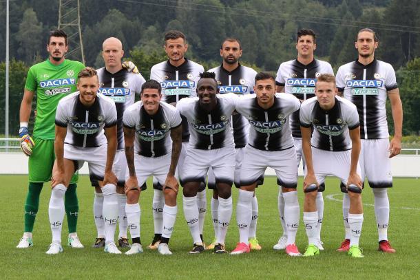 La squadra prima dell'amichevole con il Kayserispor. Fonte: www.facebook.com/UdineseCalcio1896