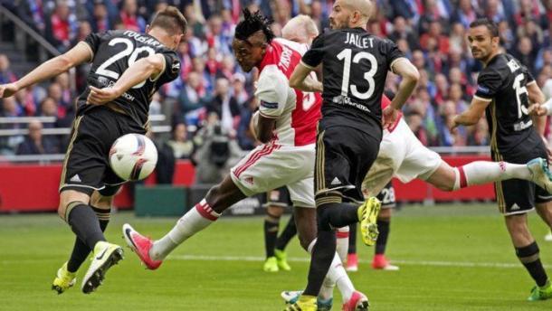 Bertrand Traoré incorna l'1-0 nella gara d'andata. | Fonte immagine: Vavel