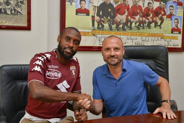 N'Koulou con Petrachi. Fonte: https://www.facebook.com/TorinoFootballClub
